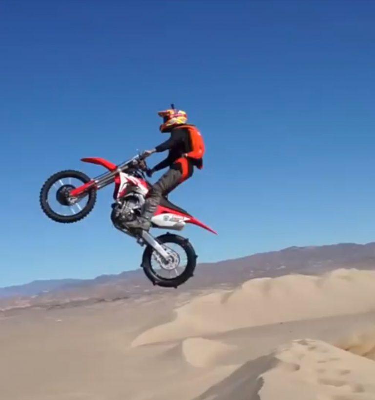 MotoBASE – Basejumping on Motorbike