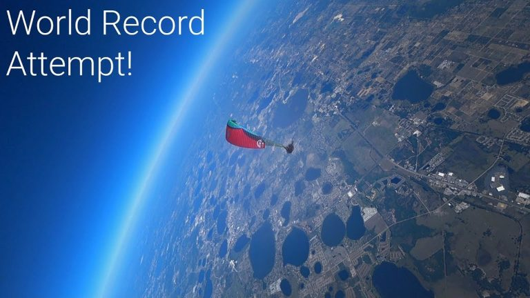 Paraglider Jumps from 23,000 Feet